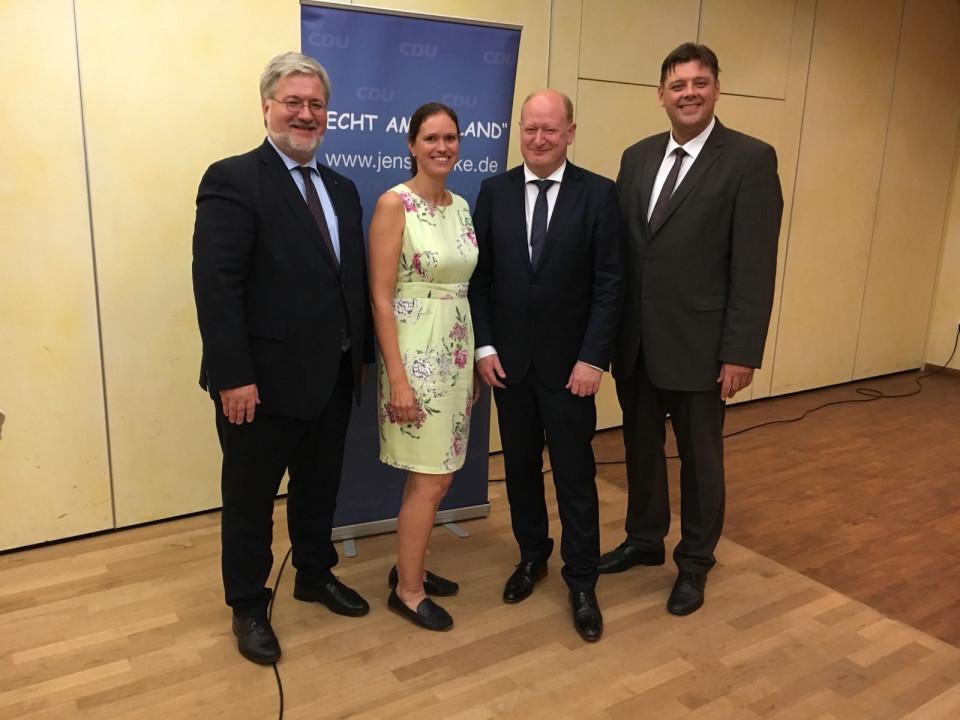 v.l. Stephan Albani MdB, Kreisgeschäftsführerin Ilka Studnik, Finanzminister Reinhold Hilbers, Kreisvorsitzender Jens Nacke MdL
