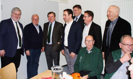 CDU-Neujahrsempfang (v.l.): Im Gespräch waren Stephan Albani (MdB), ein Gast, Gert Stuke, Jörg Brunßen, Jens Nacke (MdL), Michael Herrmann und Gundolf Oetje. Bild: Erhard Drobinski