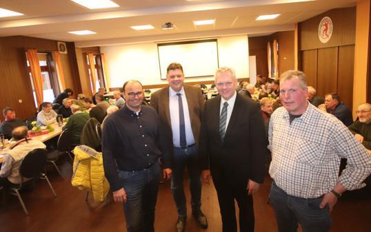 Diskussion über die Düngeverordnung (von links): Tim Kammer, Jens Nacke, Björn Thümler und Dieter Ahlers bei der Veranstaltung der CDU in der Boßelerburg in Neusüdende Bild: Frank Jacob