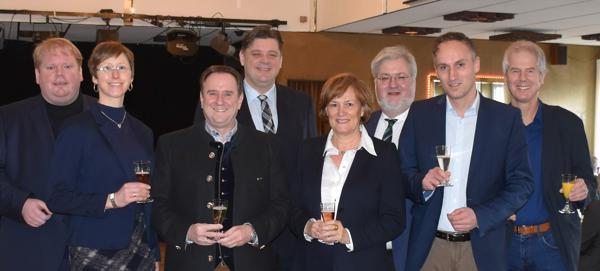 Kamen beim Jahresempfang zusammen (v. l.): Lars Schmidt-Berg (CDU-Fraktionsvorsitzender), Claudia Beeken (Ratsvorsitzende), Markus Schneider (stv. Bürgermeister), Jens Nacke, Maria Bruns (stvtr. Landrätin), Stephan Albani, Markus Berg, Klaus Groß Bild: C